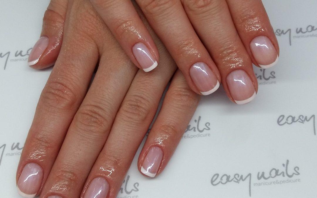 Manicure francuski z wariacją odnośnie koloru vinylux