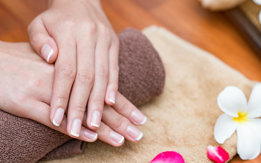 Manicure i pedicure japoński – pielęgnacja paznokci (nie tylko) na lato