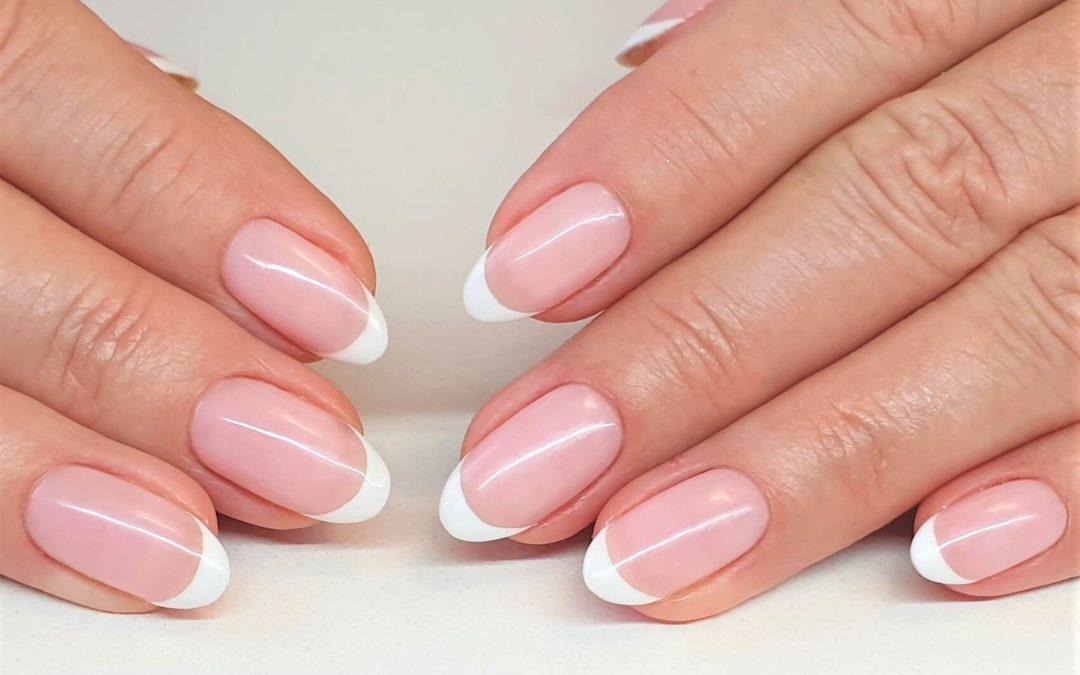 Manicure terapeutyczny z efektem french