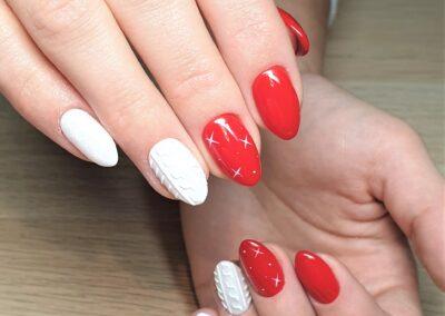 Manicure czerwono biały sweterek z gwiazdką