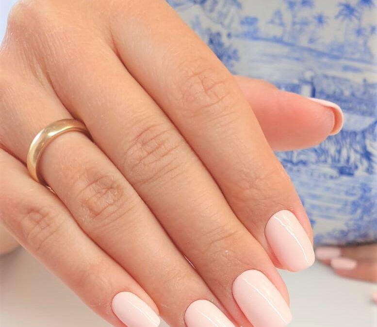 Manicure hybrydowy pastelowy