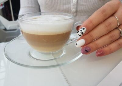 Wpływ kofeiny na paznokcie