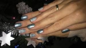 Sylwestrowy manicure hybrydowy ze srebrnym połyskiem